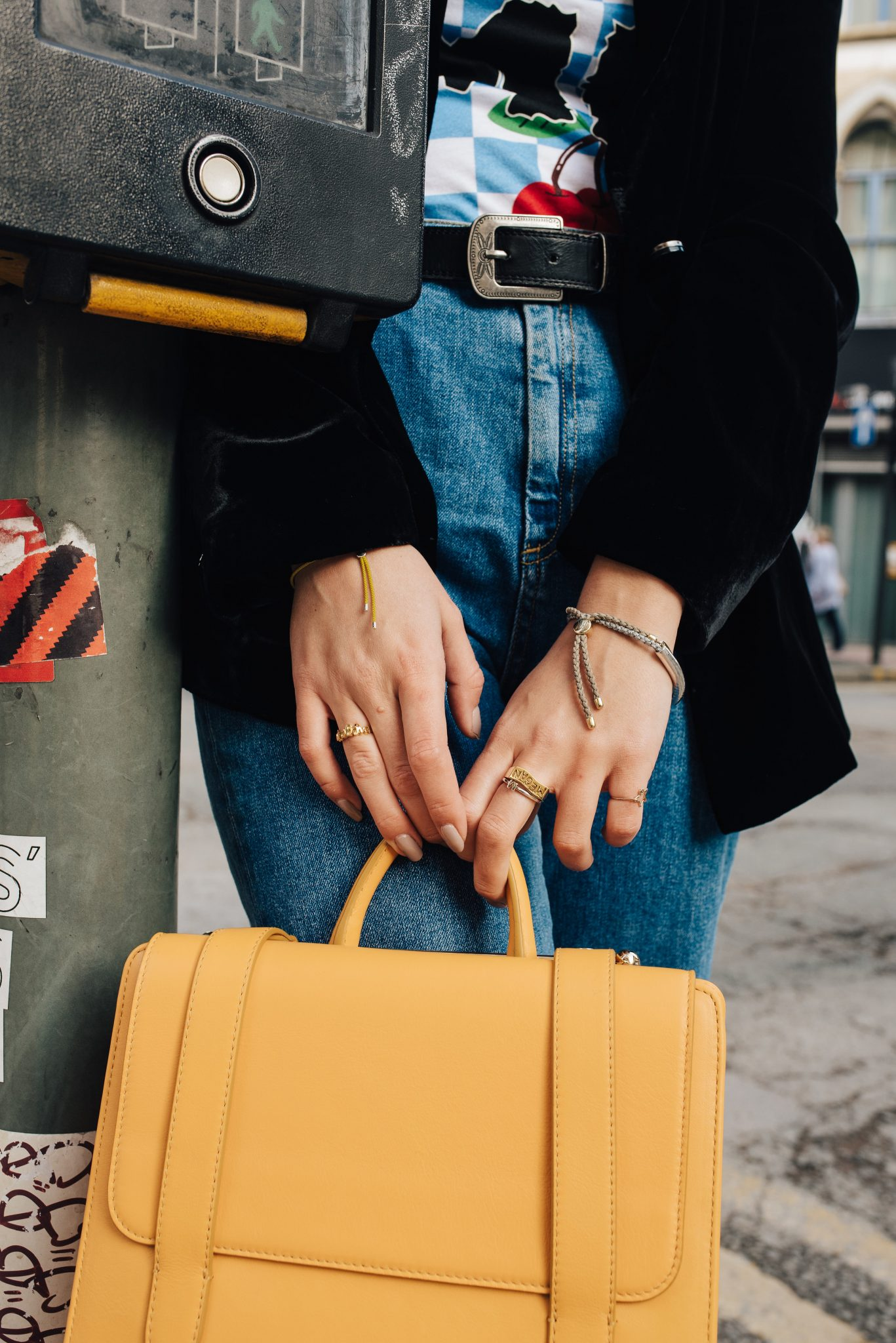 HOW TO STYLE YELLOW HANDBAGS