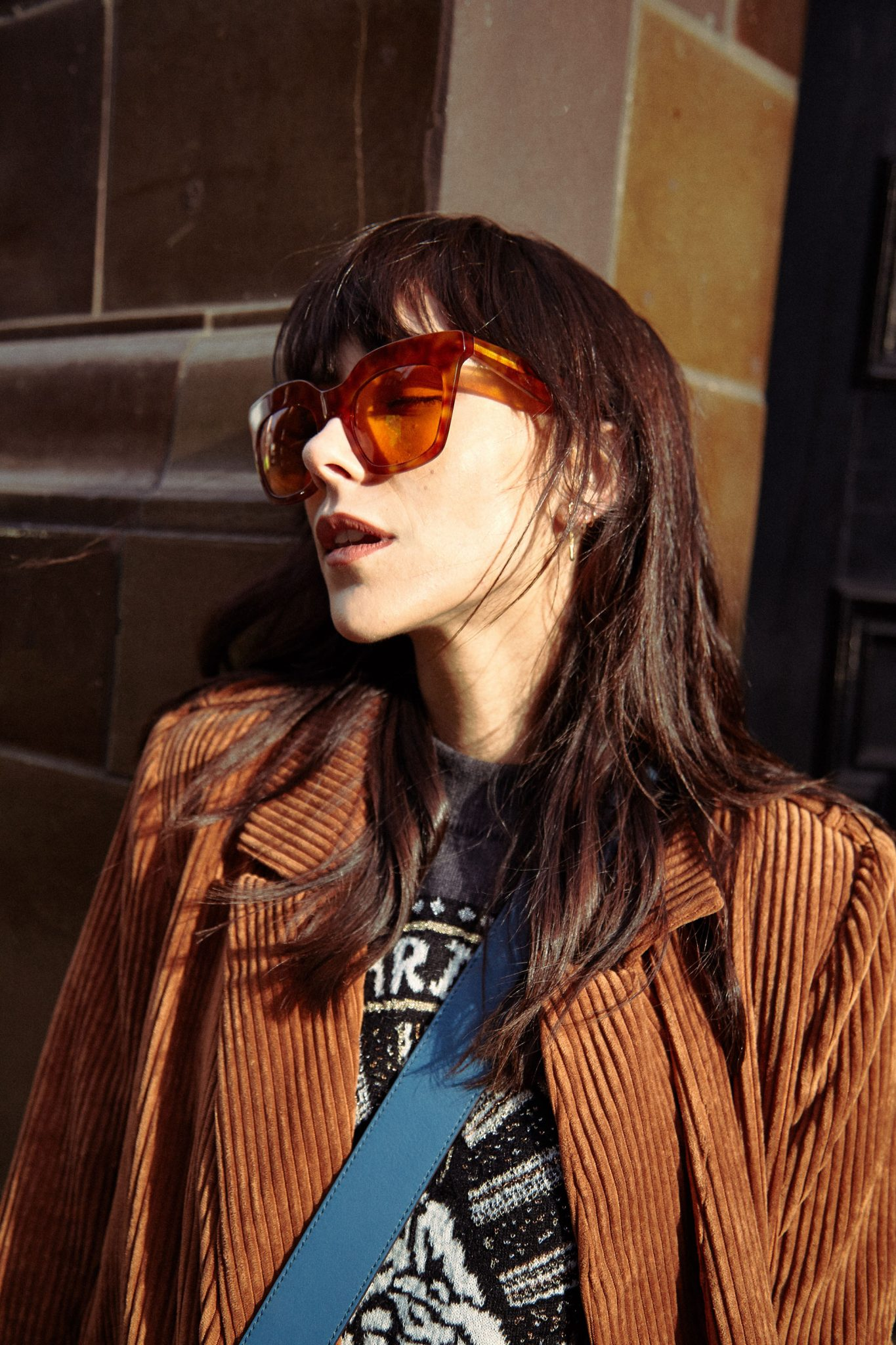HOW TO WEAR STATEMENT SUNGLASSES