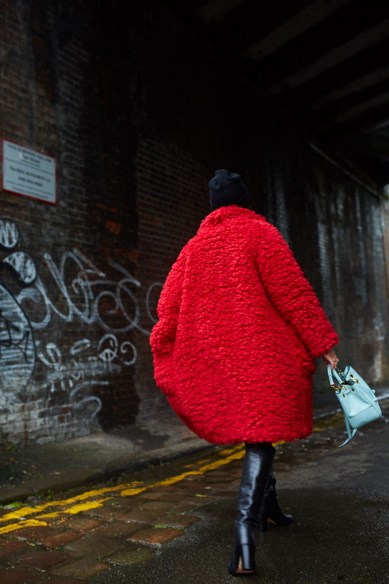 RED FLUFFY COAT OUTFIT IDEAS