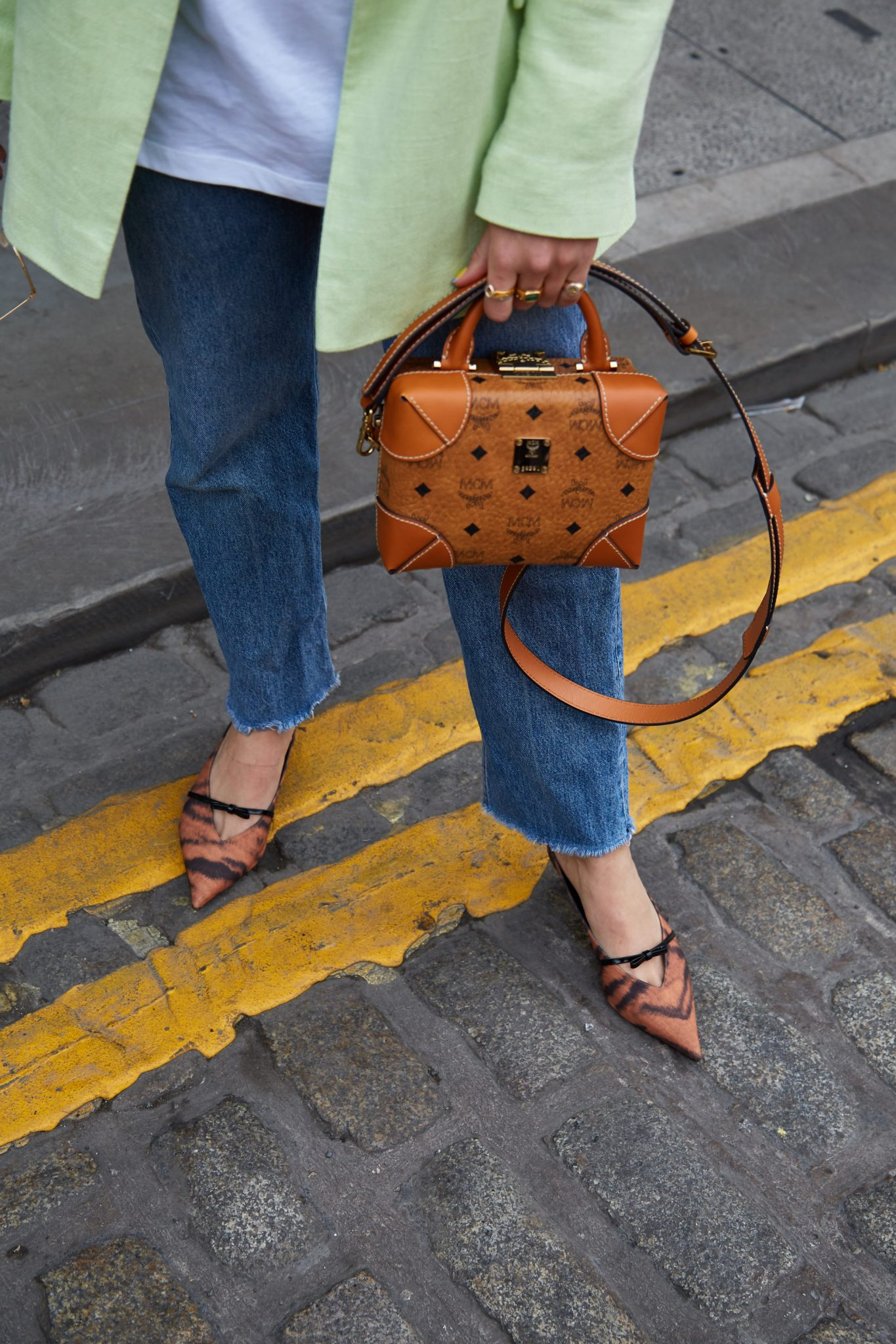 HOW TO STYLE TAN ACCESSORIES