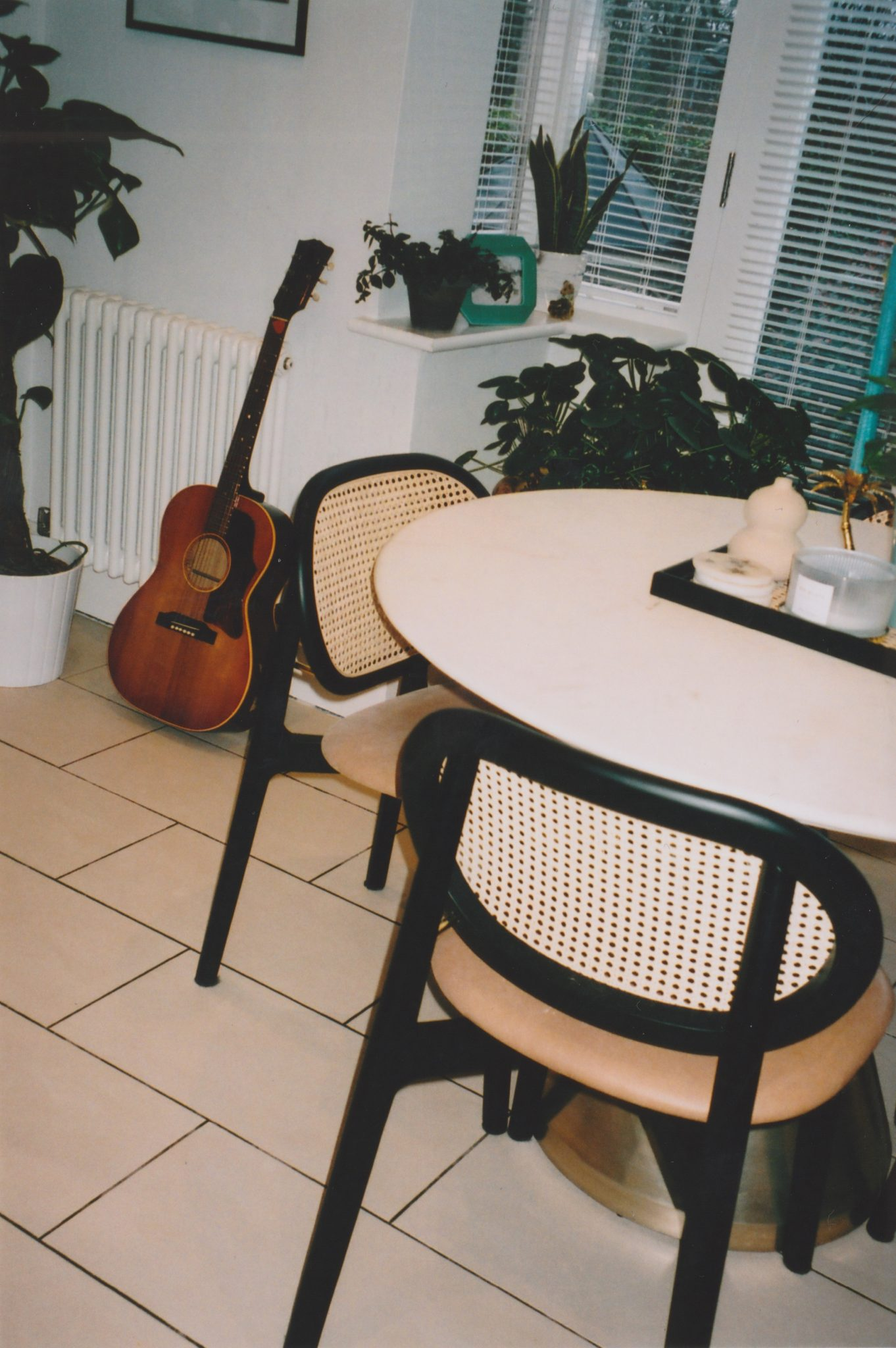 KITCHEN TABLE & WICKER CHAIRS